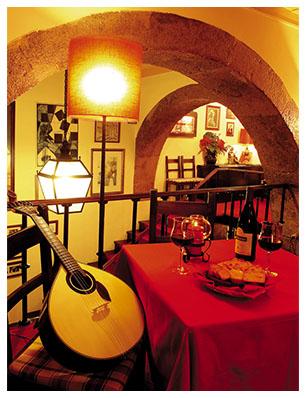 participez chantez ou jouez dun instrument et contribuez ainsi lambiance familiale du clube de fado